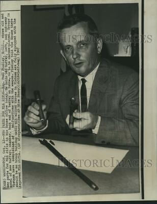 $19.99 • Buy 1967 Press Photo Rep. Paul Findley Shows Old And New Parts For M16 Rifle