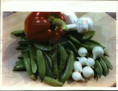 £14.17 • Buy 1993 Press Photo Sugar Snap Peas Paired W/ Mushrooms, Bell Pepper Or Pearl Onion