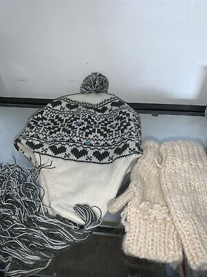 £2 • Buy Girls Cream Mittens And Sequin Bobble Hat With Tassles