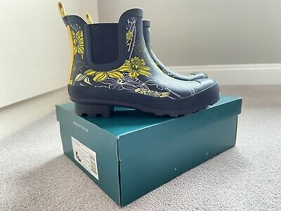 £25 • Buy Bnib Hotter Blossom Rubber Ankle High Wellingtons -  Navy Daffodil