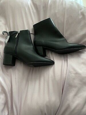 £5 • Buy Brand New Black Boots With Croc Heel. Size 7