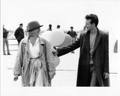 £8.80 • Buy Nine And A Half Weeks Mickey Rourke Kim Basinger Holding Balloons8x10 Inch Photo