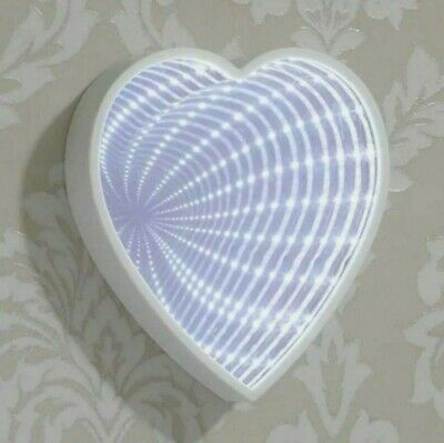 £8 • Buy LED Heart Infinity Mirror Light - Battery Operated
