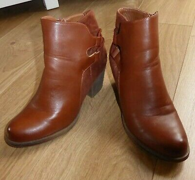£8.99 • Buy STUNNING PAIR OF LADIES TAN, LEATHER & SUEDE BOOTS By GLOSSY, SIZE 6 UK ; 39 EUR
