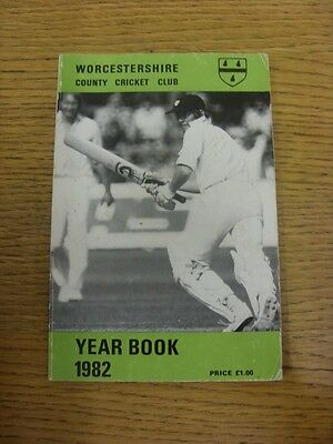 1982 Cricket: Worcestershire County Cricket Club - Official Year Book (some Mino • 4.99£
