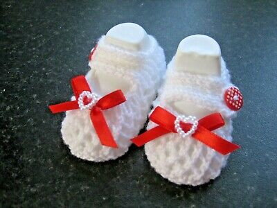 CUTE PAIR HAND KNITTED BABY SHOES In WHITE With RED BOW  Size 0-3 MONTHS (2) • 3£