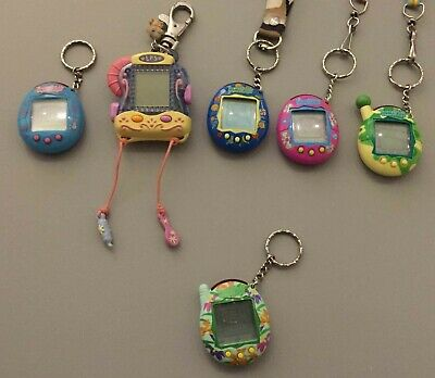 $ CDN200 • Buy Tamagotchi Lot!!! Tamagotchi Connections, Ranges From Versions 2 To 4.