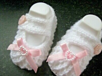 CUTE PAIR HAND KNITTED BABY SHOES In WHITE With PINK BOW Size 0-3 MONTHS (2) • 3£