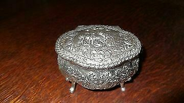 A Vintage,silver Jewelry Box With Engravings • 35£