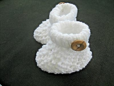 CUTE PAIR HAND KNITTED BABY BOOTIES In WHITE - NEW BORN (1) • 2.60£