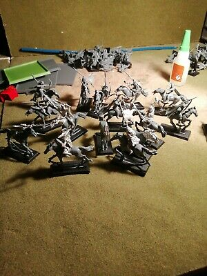 14 Warhammer Fantasy Wood Elves Wild Riders And 16 Horses  • 30£