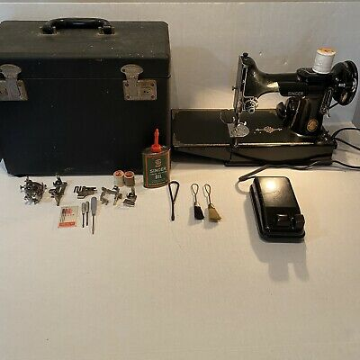 $399.99 • Buy Vintage Singer Featherweight 221 Portable Sewing Machine With Case + Accessories