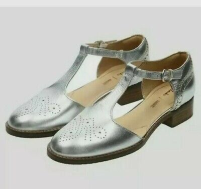 £33.99 • Buy Clarks Ladies Netley Daisy Silver Leather T Bar Shoes Size UK 6D