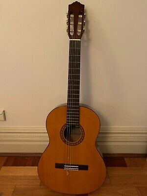 AU160 • Buy Yamaha CS40 Classic Guitar - Very Good Condition - Case Included (Free)