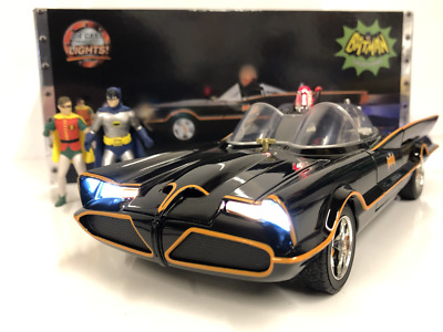 1966 Batmobile With Figures And Working Lights 1:18 Scale Jada 98625 • 72.99£