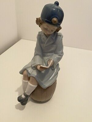 Lladro Nao Girl -1401 A Book Of Adventures - Girl Seated On Barrel - • 7.50£