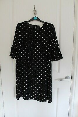 H&M Black And White Polka-dot Dress With Gathered Sleeves (UK 6) • 4£
