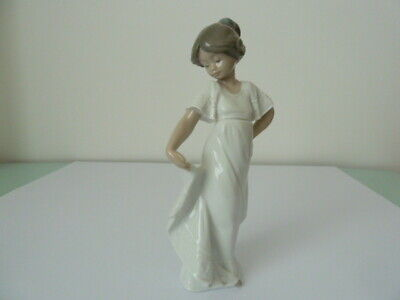 Nao By Lladro Girl Figurine   How Pretty   No. 1110 Dated 1989 • 14.99£