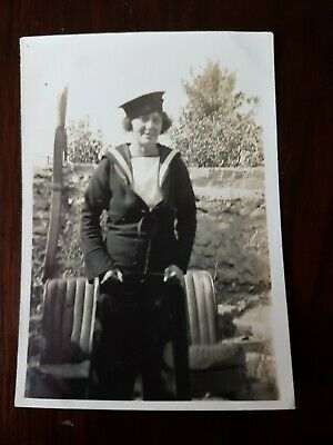 ATTRACTIVE LADY IN HER HUSBANDS NAVY UNIFORM. ORIGINAL WW2 PHOTO 9x6cm App • 2.99£