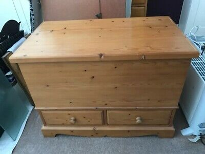 Pine Blanket Box With 2 Drawers • 10£