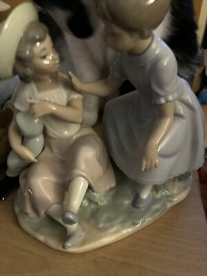 Nao Lladro Daisa Two Girls Playing With One Doll Figurine Beautiful Decorative  • 20£