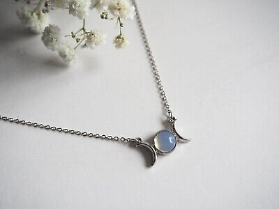 Silver Moonstone Crescent Necklace • 2.99£