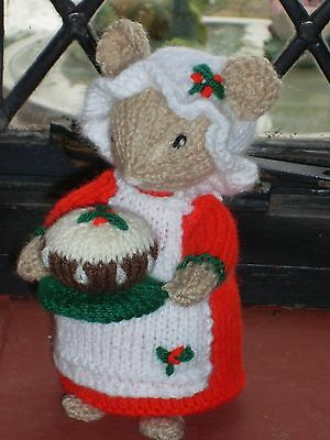 Hand Knitted Christmas Cook Mouse/mice Holding Her Christmas Pudding Alan Dart  • 15£