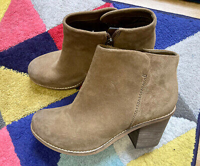 New Clarks Plus Marble Cool Tan Brown Block Heel Suede Ankle Boots - Size 8 Wide • 18£
