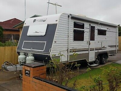 AU42990 • Buy 2010 Paramount Classic 23 Foot Caravan With Many Extras. Better Than Jayco.