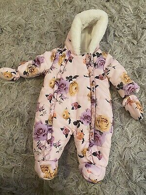 Baby Girl Pram Suit 0-3 Worn Once Good Condition • 1.70£