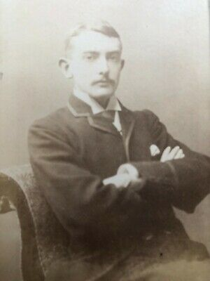 CARTE DE VISITE CDV - YOUNG MAN SEATED ARMS FOLDED - MITCHELL, LEWISHAM - 1880's • 0.99£