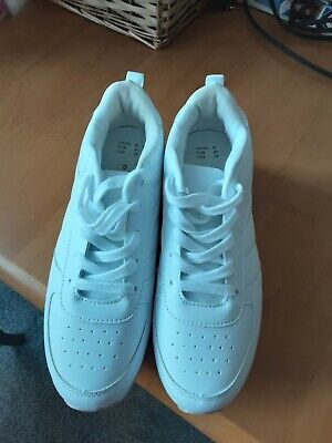 £6 • Buy White Trainers From Primark Size 8. Only Worn Once Inside