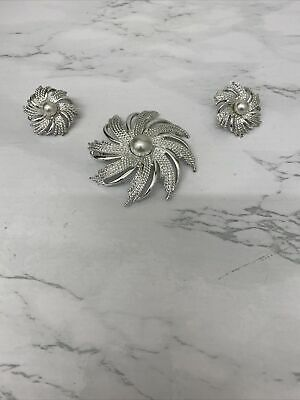 £3 • Buy Silvertone And Faux Pearl Brooch And Clip On Earrings Set