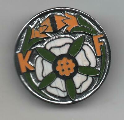 £2 • Buy KF White Rose With Daffodil Flower Pin Badge