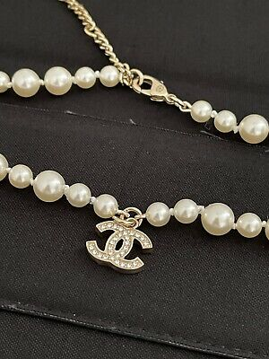 £700 • Buy Chanel Vintage Pearl Crystal Choker CC Pendant Necklace Gold