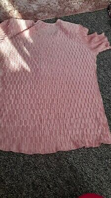 £8 • Buy Forever By Michael Gold Silky Feel Raised Pattern Pink Vintage Top M