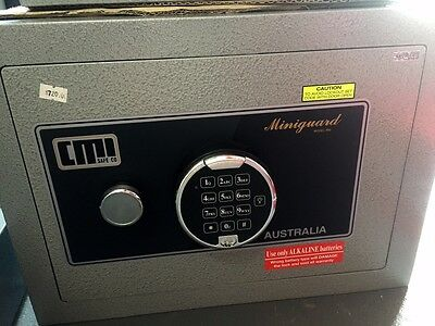 AU720 • Buy CMI MINIGUARD Digital SAFE MODEL MG3D 1 Shelfs 41kg Brisbane Inspectionswelcomed