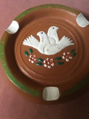 Ceramic Ashtray Beautifully Depicting Two White Doves Within A Floral Setting • 19£