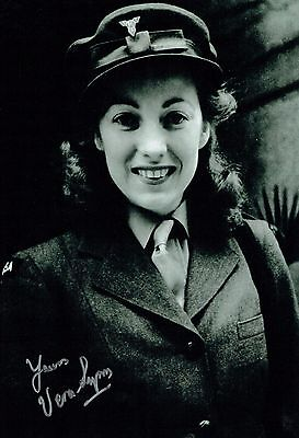 £99.99 • Buy Vera LYNN SIGNED Autograph 12x8 Photo 2 AFTAL COA The Forces Sweetheart