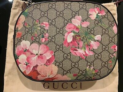 AU1200 • Buy Authentic Gucci GG Mini Bloom Chain Bag