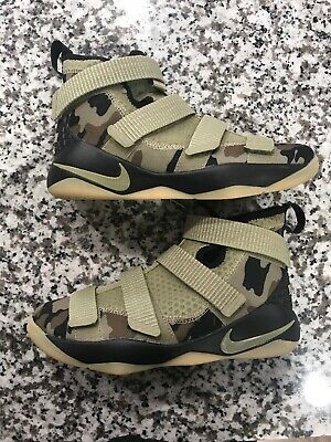 42030135b4d8 Nike Lebron Soldier XI 11 Size 6 Camo Big Kids 918369-200 Olive Sequoia  Shoes
