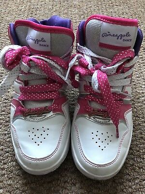 £5 • Buy Pineapple White With White And Pink Laces Size 5