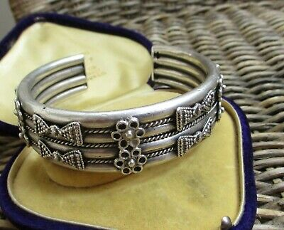 STUNNING VINTAGE EGYPTIAN HEAVY SOLID SILVER UNISEX TORQUE BANGLE  81gm • 120£