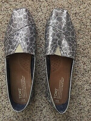 NEW Never Worn Toms Silver Sequin Leopard Print-Size 9 • 25$