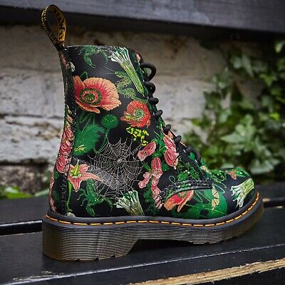 Doc Martens Wild Botanics 1460 Pascal Boots. SOLD OUT/Very HTF Women's Size 9 • 77$