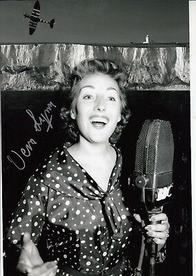 £39.99 • Buy Vera Lynn - Wwii Entertainer  Forces Sweetheart - Stunning Signed B/w Photograph
