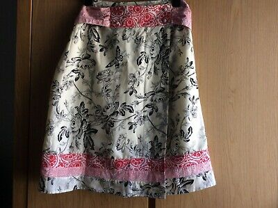 St-Martins 100% Silk Aline Skirt Size Small In Black, Cream And Red • 30£
