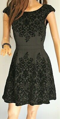 AU25 • Buy FOREVER NEW 'Gloria' Black FLOCKED Bordered Fit & Flare DRESS Size 6 BNWT