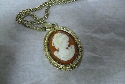 $ CDN5.43 • Buy Lot Of 4 Pieces Cameo Jewelry - Clip On Earrings, Two Necklace Pendants & Chain
