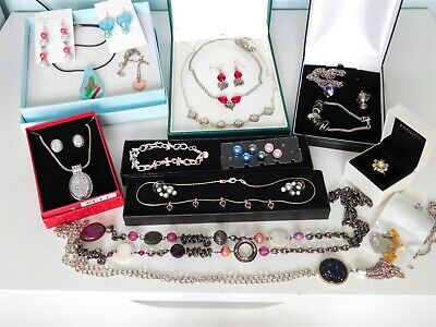 Mixed Job Lot Of Costume Jewellery, Necklaces, Bracelets, Earrings, Ring. • 8£
